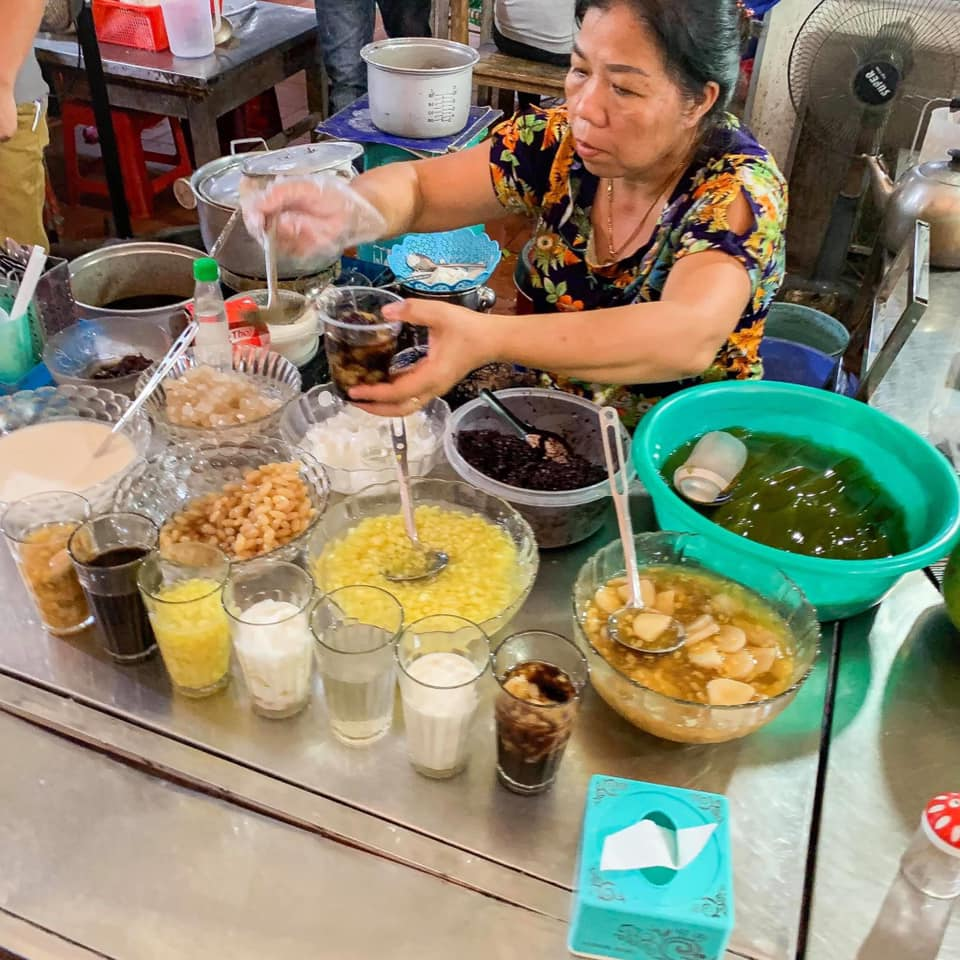 100847174 1873932872738361 7915992148095270912 n Street food tour by local guide Hanoi