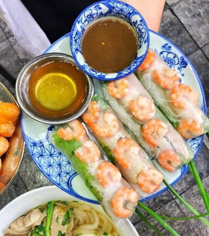 101000818 1873932916071690 6575022080322961408 n Street food tour by local guide Hanoi