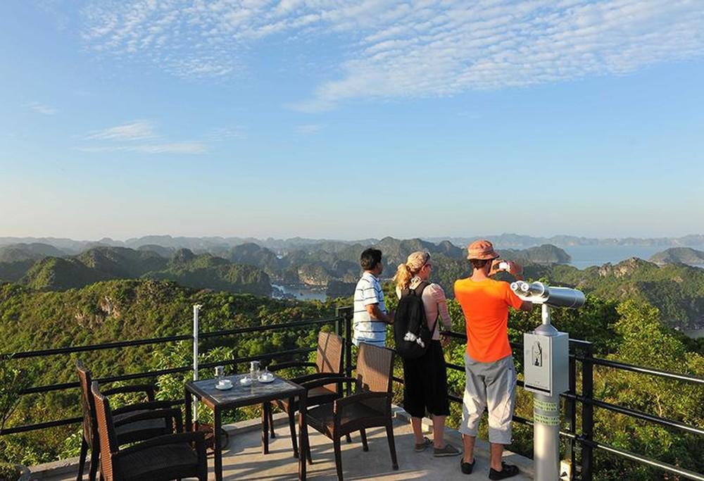Vietnam private tour guide Hire a Vietnam Private Tour Guide